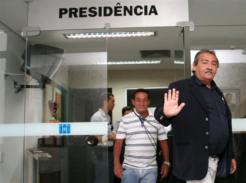 José Adécio chega à Assembleia Legislativa para tomar posse e exercer o sétimo mandato como deputado federal