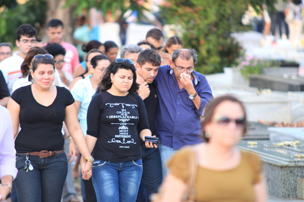 Familiares enterraram ontem à tarde o corpo de Maria Lúcia