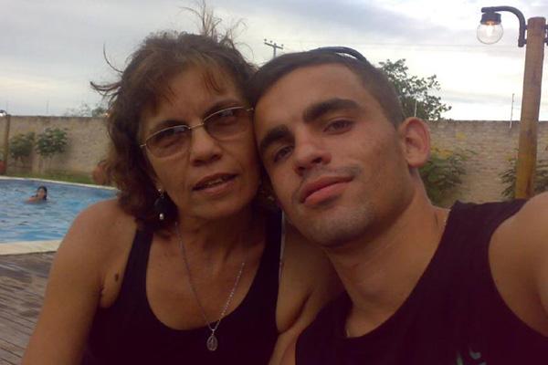 Em rede social, Ruthenio declara amor à família e à mãe, Maria Lúcia (foto). Ela fez questão de acompanhar o filho à zona Norte