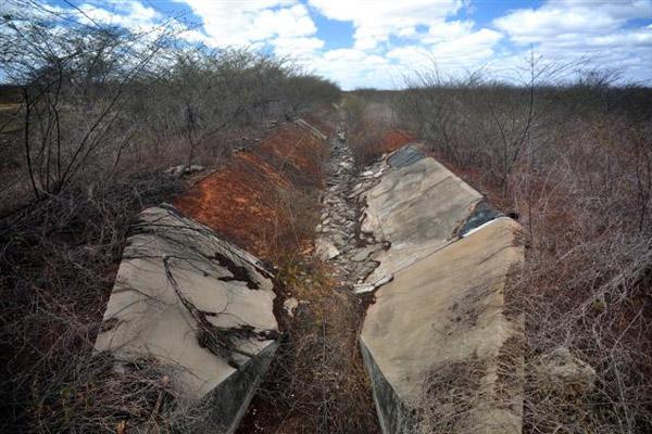 Perímetro irrigado Baixo-Açu. A ideia era transformar o Vale do Açu em um grande centro da agroindústria no Rio Grande do Norte. Mas Dos seis mil hectares disponibilizados para se fazerem os lotes, apenas três mil foram de fato distribuídos.