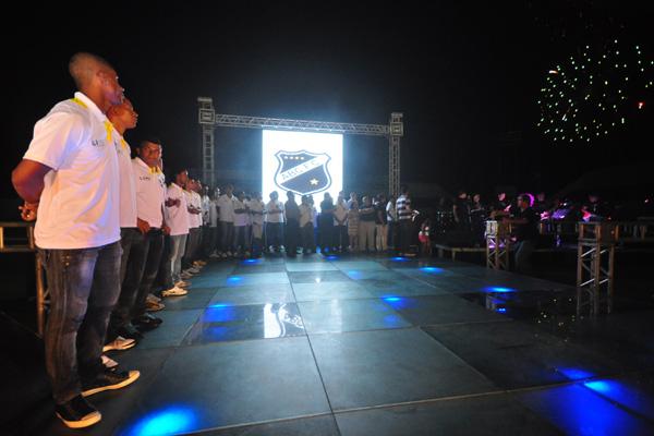O novo elenco do ABC foi recebido com festa feita pela torcida presente ao estádio Frasqueirão