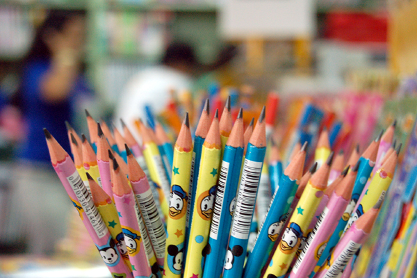 Compra de material escolar está entre os maiores 'vilões' do orçamento de início de ano das famílias