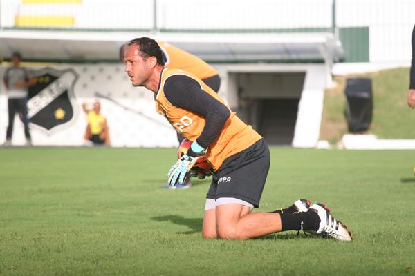 Lopes vai substituir o goleiro Andrey, expulso contra o Ceará, e mostra otimismo numa boa atuação