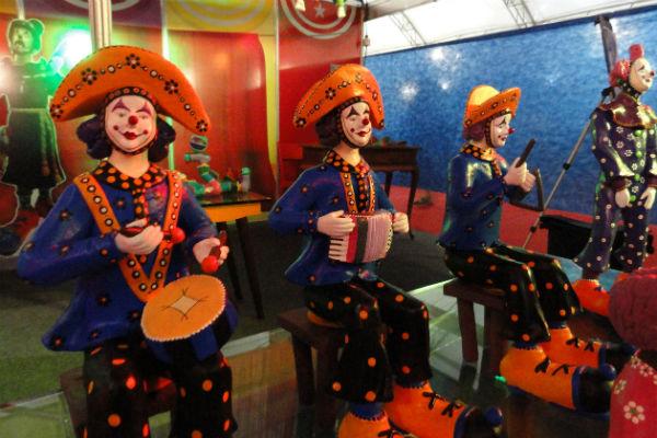 Esculturas refletem a paixão do artista pelo circo
