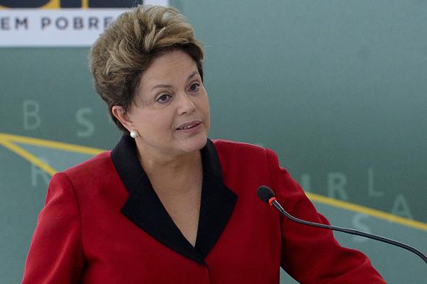 No pronunciamento em cadeia nacional, Dilma criticou  alarmistas