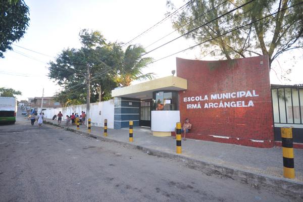 E.M. Irmã Arcângela, saqueada em 2012, está em situação de penúria