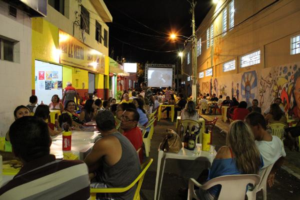 No local funciona o Bar do Zé Reeira e já abrigou eventos como Festival de Cinema Goiamum