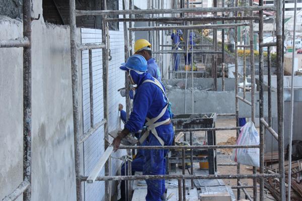 Terceiro lugar entre os setores que mais criaram empregos no ano passado, a Construção Civil manterá ritmo de contratações em 2013