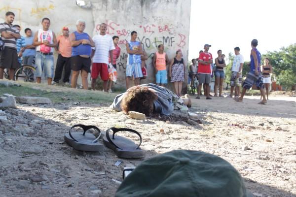 O homicídio ocorreu na rua Miraboa Pereira, no Alecrim, próximo ao mercado da avenida 4