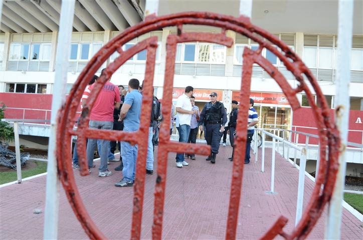 Assaltantes levaram R$ 300 mil que eram destinados ao pagamento dos jogadores