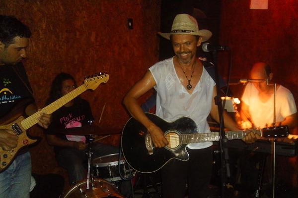 Raul Seixas Banda Clube é atração desta sexta-feira no Maloca