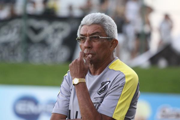 O técnico Givanildo Oliveira elogiou a postura do time alvinegro