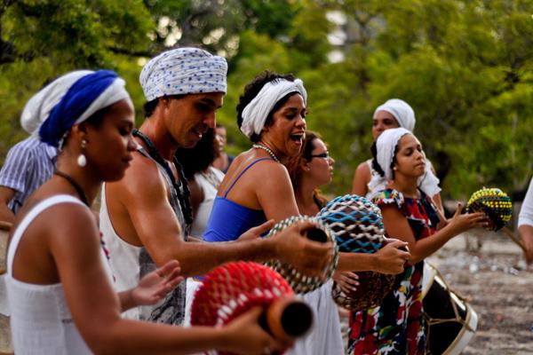 O Zamberacatu fará apresentações na praia do Meio e na Cidade Alta, durante o Carnaval, com direito a coroação da Rainha Iracema em frente a Igreja do Rosário