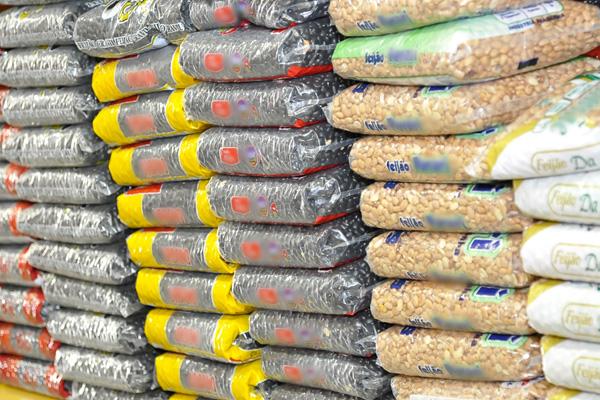O feijão foi um dos produtos que ficaram mais caros na capital: previsão é que alta continue até março