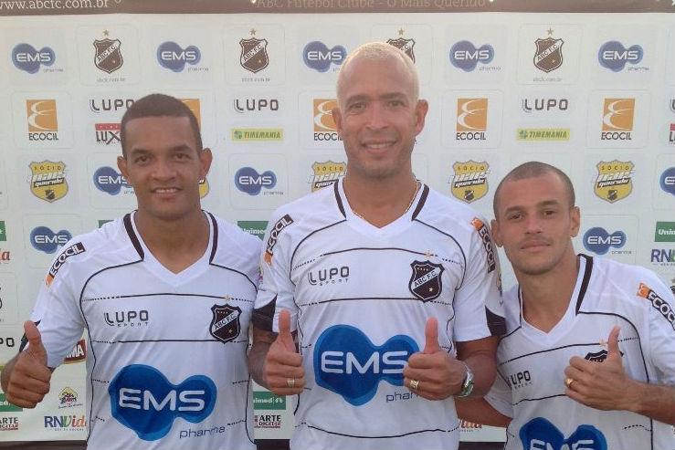 Jheimy, Júnior e Thiaguinho foram apresentados no início desta semana e já estão liberados para atuar