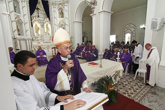 A celebração foi feita pelo bispo de Guarabira (PB), Dom Francisco Lucena
