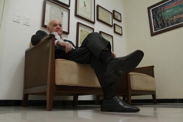 Um dos primeiros a integrar a equipe do DN, Furtado trabalhou como repórter e diretor da rádio Poti. Hoje, é advogado dos Associados