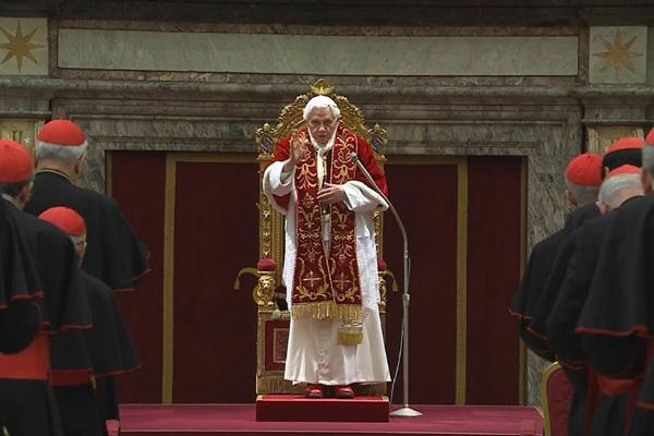 Encontro com 144 cardeais abre programação de despedida e Bento XVI  sugere ao colégio cardinalístico que aja como uma orquestra no processo de escolha do novo papa