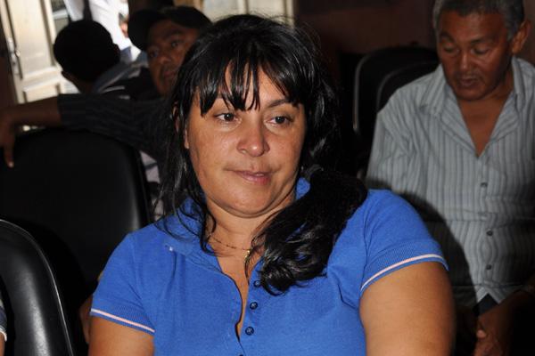 A mãe de Manoel aguarda no Itep pela liberação do corpo