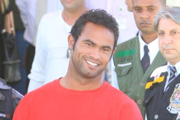 O goleiro Bruno se entregou à Polícia em 2010 e para ter direito à progressão de pena teria que cumprir oito anos e dez meses de prisão em regime fechado