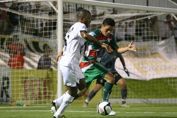 Rodrigo Silva entrou no segundo tempo e garantiu os três pontos