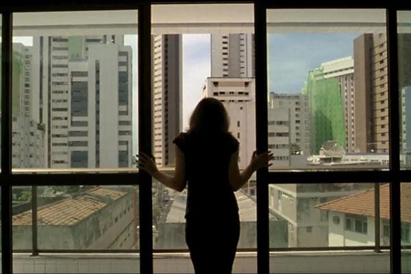 O Som ao Redor, dirigido por Kleber Mendonça Filho e um dos mais premiados filmes brasileiros, estreia hoje no Cinemark