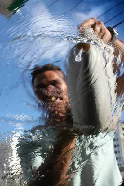 Enquanto em Natal, o desperdício de água tratada chega a 40 por cento, no interior a escassez tem se agravado