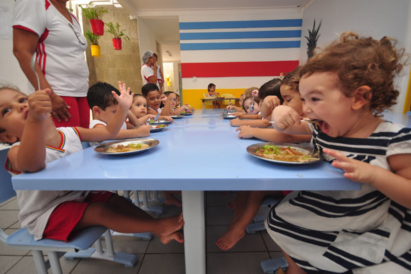 As escolas em tempo integral j esto adotando alimentao mais saudvel no lanche oferecido diariamente