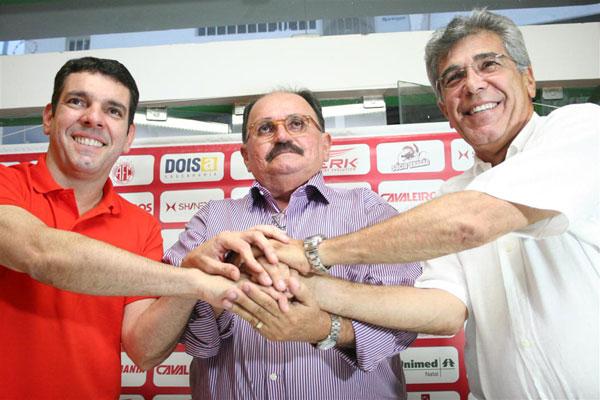 Alex Padang, José Vanildo e Marcone Barreto confirmaram o acordo para o América jogar em Ceará-Mirim