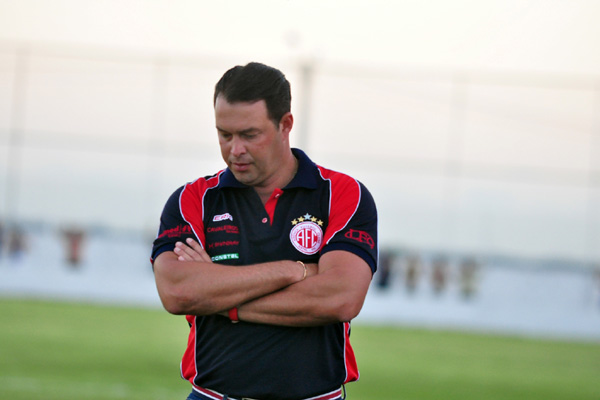 Técnico do América, Roberto Fernandes, estudou a equipe do Coríntians para saber as alterações que podem surpreender o rival
