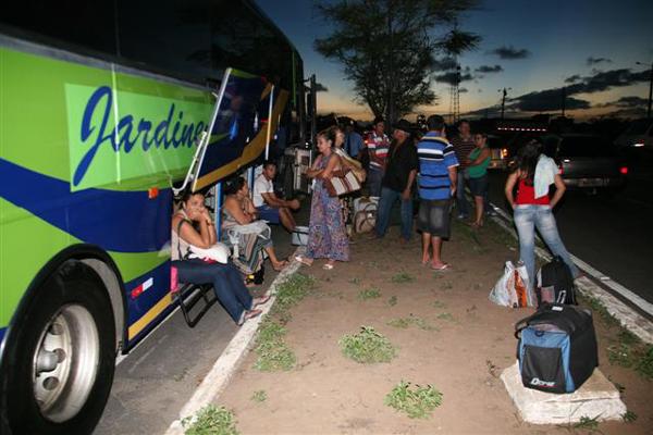 Passageiros ficaram esperando outros ônibus da empresa para seguirem os seus destinos