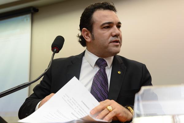 Pastor Marco Feliciano resiste a deixar o comando da Comissão de Direitos Humanos da Câmara