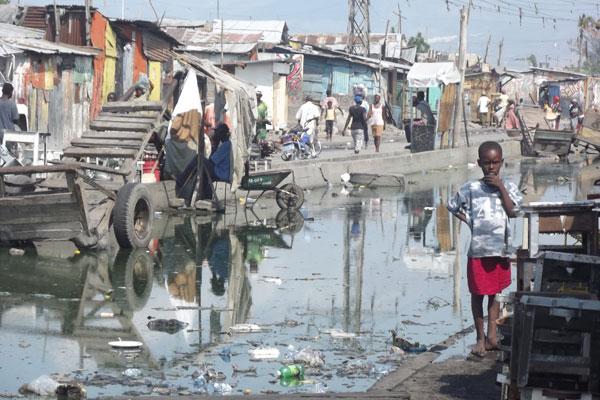 Alvo dos pastores evangélicos, que se aproximam de presídios e favelas, os pobres agora terão vez no papado de Francisco