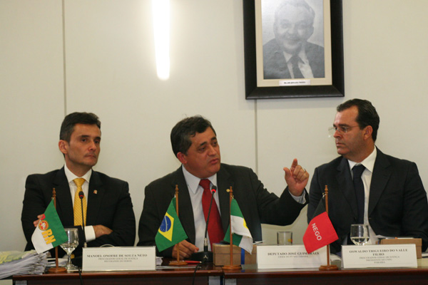 Deputado José Guimarães, ao centro, participa da reunião do Conselho Nacional de Procuradores