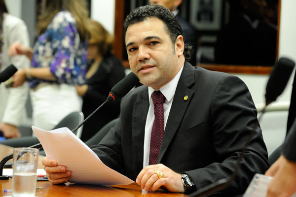 Marco Feliciano é alvo de críticas por assumir, como pastor evangélico, posições homofóbicas