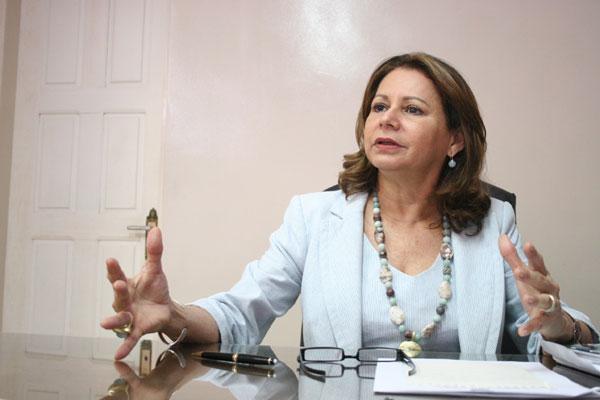 Betânia Ramalho aponta um déficit de 1.000 professores na rede