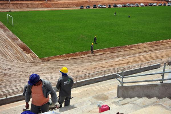 Os trabalhos no estádio Barretão seguem em ritmo acelerado
