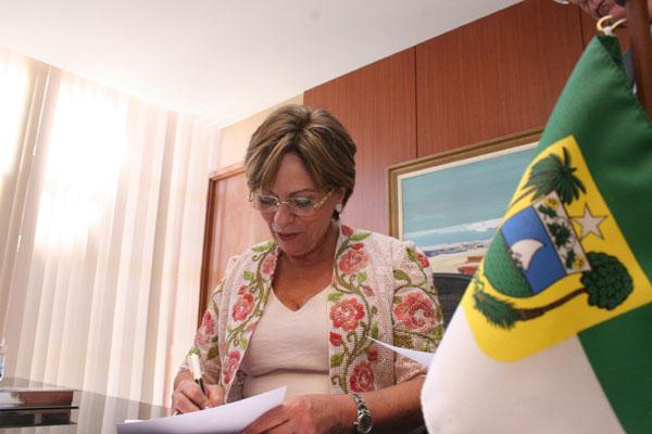 Rosalba Ciarlini conseguiu as autorizações do Legislativo e agora precisa assinar os contratos