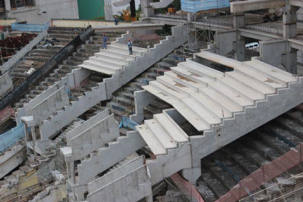 O acidente ocorreu na parte da arquibancada que está sendo construída sobre a estrutura antiga