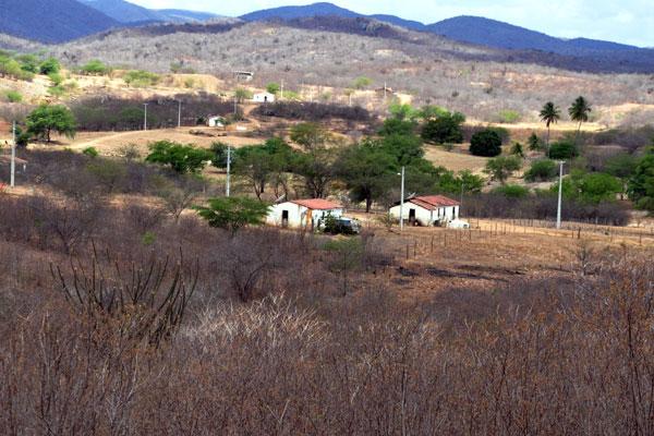 Com queda na oferta de água, Governo espera a liberação de R$ 13 milhões para instalar 847 poços artesianos no semiárido. Até o momento, foram instalados 93