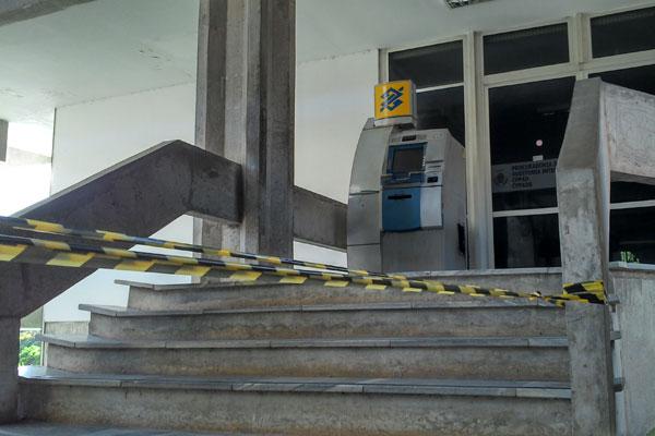 O caixa eletrônico na reitoria da UFRN foi arrombado na noite desse domingo (21)