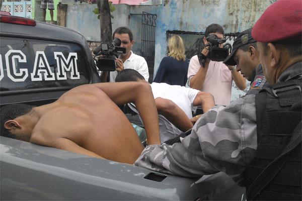 Os três bandidos foram presos pela Polícia Militar no bairro das Rocas