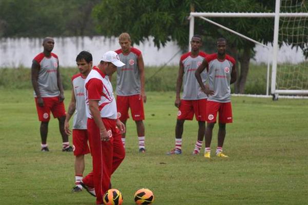 Roberto Fernandes cobrou atenção dos seus atletas na partida