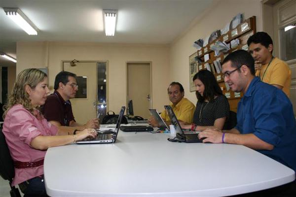 Jornalistas da Tribuna do Norte e auditores da Receita Federal interagiram com os contribuintes