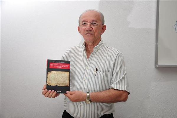 João Felipe lança hoje às 11, na UFRN, mais um livro sobre árvore genealógicas das famílias do RN