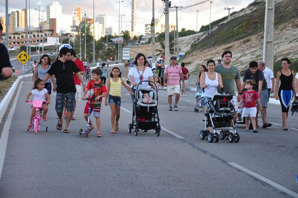 Projeto Costeira Viva fecha trecho para os passantes, aos domingos, e cai no gosto dos natalenses