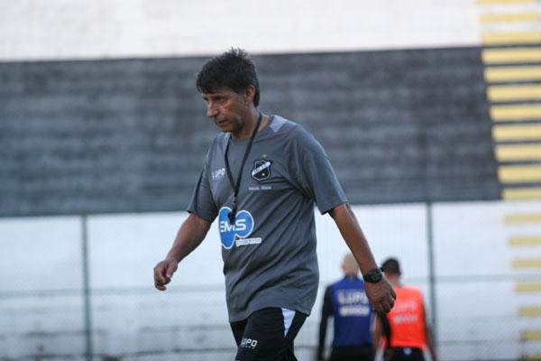 Paulo Porto parece ainda não ter encontrado a equipe ideal
