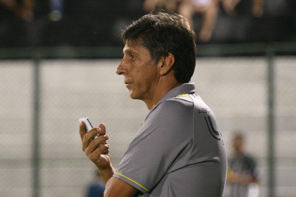 Mesmo em situação difícil, Paulo Porto, técnico do ABC, se mostra confiante em conseguir a classificação para a final do turno