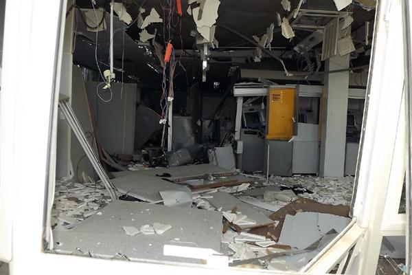 Agência do Banco do Brasil em Angicos ficou destruída após explosões