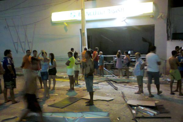 Em Afonso Bezerra, população ficou assustada com a explosão na agência do BB